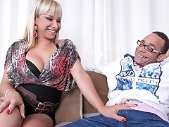 Walkiria Drumond loves her asshole stretched and penetrated!